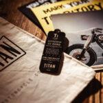 Caferacer-Webshop-Gutschein-TITAN-Shop-online-T-Shirts-Produkte-Motorrad-Geschenke-Coole-Voucher-Gadget-Dog-Tag-Titanium