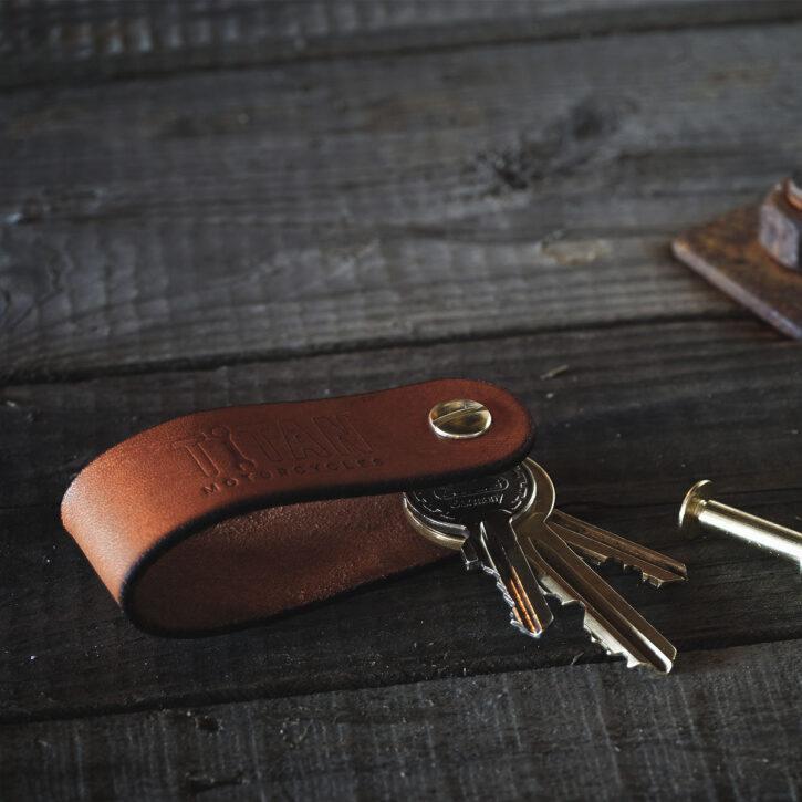 Echt-Leder-Schluessel-Anhaenger-Handarbeit-Hergestellt-Geschenk-Praktisch-Leather-Key-Organizer-TITAN