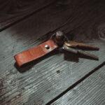 Echt-Leder-Schluessel-Anhaenger-Handarbeit-Hergestellt-Geschenk-Praktisch-Leather-Key-Ring-TITAN
