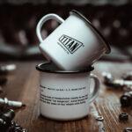 TITAN-Emaille-Becher-Tasse-Motorrad-Abenteuer-Outdoor-Küche-Haushalt-Kaffee-Camping-Geschenk-Caferacer-Enamel-Mug_00