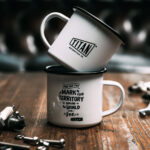 TITAN-Emaille-Becher-Tasse-Motorrad-Abenteuer-Outdoor-Küche-Haushalt-Kaffee-Camping-Geschenk-Caferacer-Enamel-Mug_003