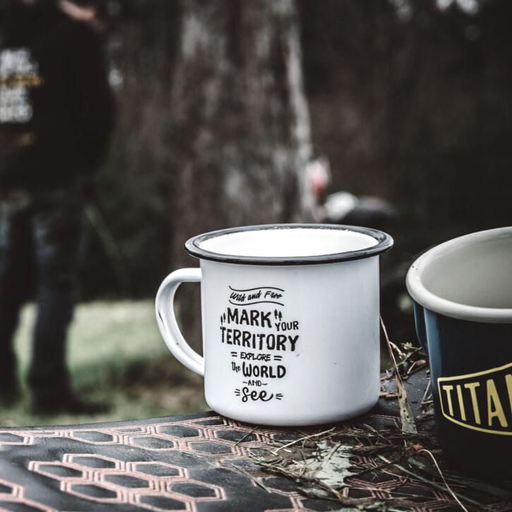 TITAN Emaille Becher Tee Tasse Motorrad Abenteuer Outdoor Küche Haushalt Kaffee Camping Geschenk Caferacer Enamel Mug Gin Tonic