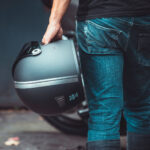 biltwell-gringo-s-matt-schwarz-ece-dot-titan-cafe-racer-edition-flat-visier-mirror-chrom-TITAN-Edition-Custom-Helmet-Design
