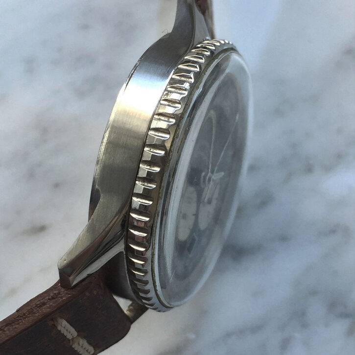 ride-with-style-titan-motorcycle-co-vintage-bike-watches-iraqi-air-force-breitling-old-navitimer-vintage-ref-7806-caferacer-webshop